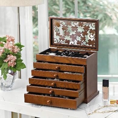 caja de madera joyero bisutería joyas collares pulseras relojes anillos oro diamantes