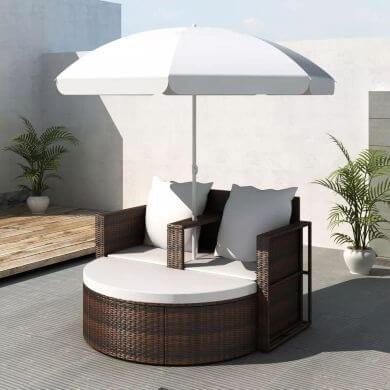 tumbonas dobles con sombrilla jardín terraza piscina hotel restaurante playa chiringuito