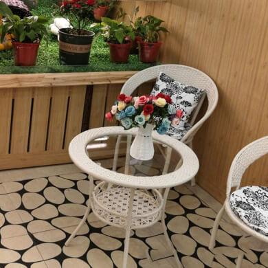 mesa silla mimbre ratan terraza balcon blanco vidrio